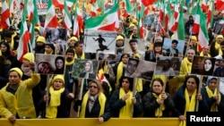 فعالان حقوق بشر در پاریس به خاطر ادامۀ اعدام در ایران، هنگام ورود رئیس جمهور روحانی به پاریس مظاهره کردند.