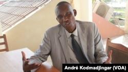 Dr Sitack Yombatina Béni, juriste et enseignant-chercheur au Tchad, le 17 août 2021. C'est l'un des leaders de Wakit-Tamma arrêtés. (VOA/André Kodmadjingar).