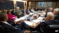 Predsednik Obama razmatra situacjiu u Ukrajini na sastanku Saveta za nacionalnu bezbednost u Beloj kući, 3. marta 2014.
