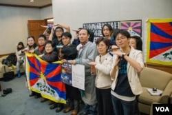 藏人的訴求在台灣立法院中獲得不少堅定的支持者。 (美國之音記者方正拍攝)