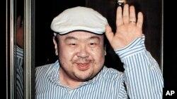 지난 2010년 4월 마카오에서 한국 언론과 인터뷰한 김정남. (자료사진)