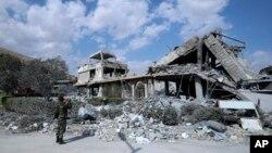 دمشق کے قریب واقع سائنٹیفک ریسرچ سینٹر کی تباہ شدہ عمارت، 14 اپریل 2018