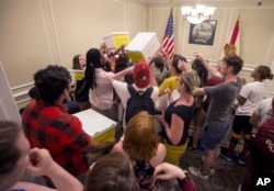 University students pass around boxes of petitions for Florida Governor Rick Scott in the governor's office inside the Florida Capitol in Tallahassee, Feb 21, 2018. A week after a shooter killed more than a dozen people in a Florida high school, thousands of protesters, including many angry teenagers, swarmed into the state Capitol on Wednesday, calling for changes to gun laws.