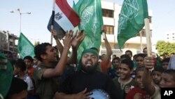 Dân chúng Palestine vẫy cờ Hamas và Ai Cập, ăn mừng chiến thắng của ông Mohammed Morsi tại Gaza City, ngày 24/6/2012