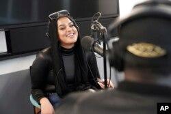 Amani Al-Khatahtbeh, pendiri MuslimGirl.com, 20 Desember 2019. (Foto: AP)