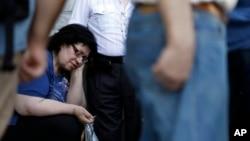 지난 20일 그리스 아테네의 은행 앞에서 사람들이 차례를 기다리고 있다.
