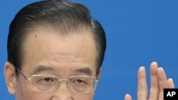 中國總理溫家寶三月14日在北京人民大會堂的記者招待會上講話