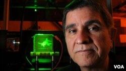 Nasser Peyghambarian, científico de la Universidad de Arizona dice que la tecnología está más cercana.
