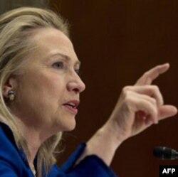 """""""Hokimiyat uchun kurash kermoqda"""", - deydi Klinton."""