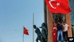 El presidente turco, Tayyip Erdogan, habló ante los medios después del intento de golpe de estado por parte de una cúpula militar.