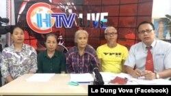 """Nhà báo có bút danh 'Le Dung Vova' (ngoài cùng bên phải) trong một buổi phát hình trực tiếp của CHTV về vụ án Hồ Duy Hải. RSF kêu gọi chính quyền Việt Nam """"thả tự do ngay lập tức"""" cho nhà báo lập """"kênh truyền hình của dân oan."""""""