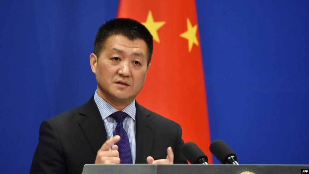 2018年3月28日,中國外交部新聞發言人陸慷在北京通報會上發表講話。