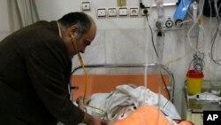 Dr. Ciamak Morsathegh, ketua Komite Yahudi Teheran di Sapir Charity Hospital, yang dimiliki oleh komunitas Yahudi Iran pada 2007.
