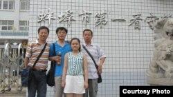 張林的女兒、律師和關注者到蚌埠第一看守所看張林 (資料圖片來自維權網)