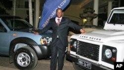 Leilão de automóveis em Maputo ajudou a financiar orfanato