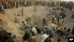 (FILE) -- This Nov. 1, 2006 file photo shows miners digging for diamonds in Marange, eastern Zimbabwe.