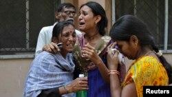 Thân nhân đau buồn trước cái chết của người thân trong vụ nổ bom ở Hederabad
