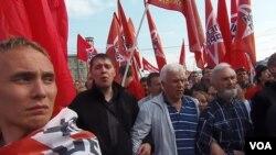 2012年5月6日莫斯科的反普京示威中,左翼陣線隊伍。(美國之音白樺拍攝)