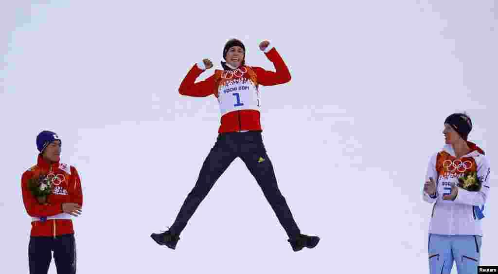 اسکینگ جمپنگ کے مقابلے میں جرمنی کے ایرک فرینزل نے اول پوزیشن حاصل کر کے سونے کا تمغہ اپنے نام کیا