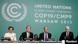 Para pejabat konferensi PBB di Stadion Nasional, Warsawa (19/11). (Reuters/Kacper Pempel)
