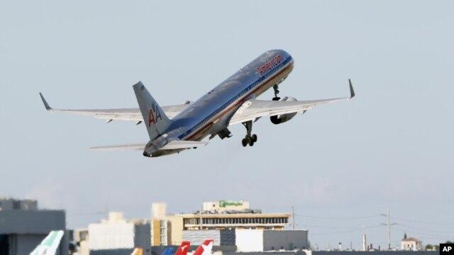 Aktivis lingkungan mengatakan emisi dari pesawat terbang menyumbang terhadap pemanasan global dan harus dibatasi (foto: dok).