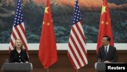 中国外交部长杨洁篪和美国国务卿克林顿2012年9月5日在北京人民大会堂举行记者会