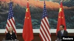 美國國務卿希拉里.克林頓和中國外交部長楊潔篪9月5日在北京人民大會堂舉行記者會