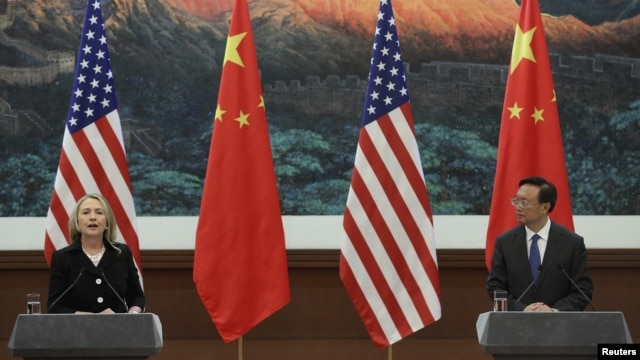 Chinese Foreign Minister Yang Jiechi (R) and U.S. Secretary of State Hillary Clinton hold a news conference at the Great Hall of the People in Beijing, September 5, 2012.