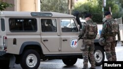 Службовці безпеки біля місця атаки в передмісті Парижа Леваллуа-Перре