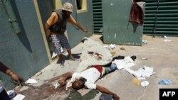 Kaddafi'nin karargâhını savunurken ölen bir Libyalı