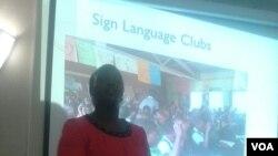 Umqondisi enhlanganisweni ye Deaf Zimbabwe Trust, unkosikazi Barbra Nyangairi