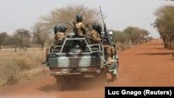 Tentara Burkina Faso berpatroli di Gorgadji, Burkina Faso, 3 Maret 2019. (Foto: Reuters)