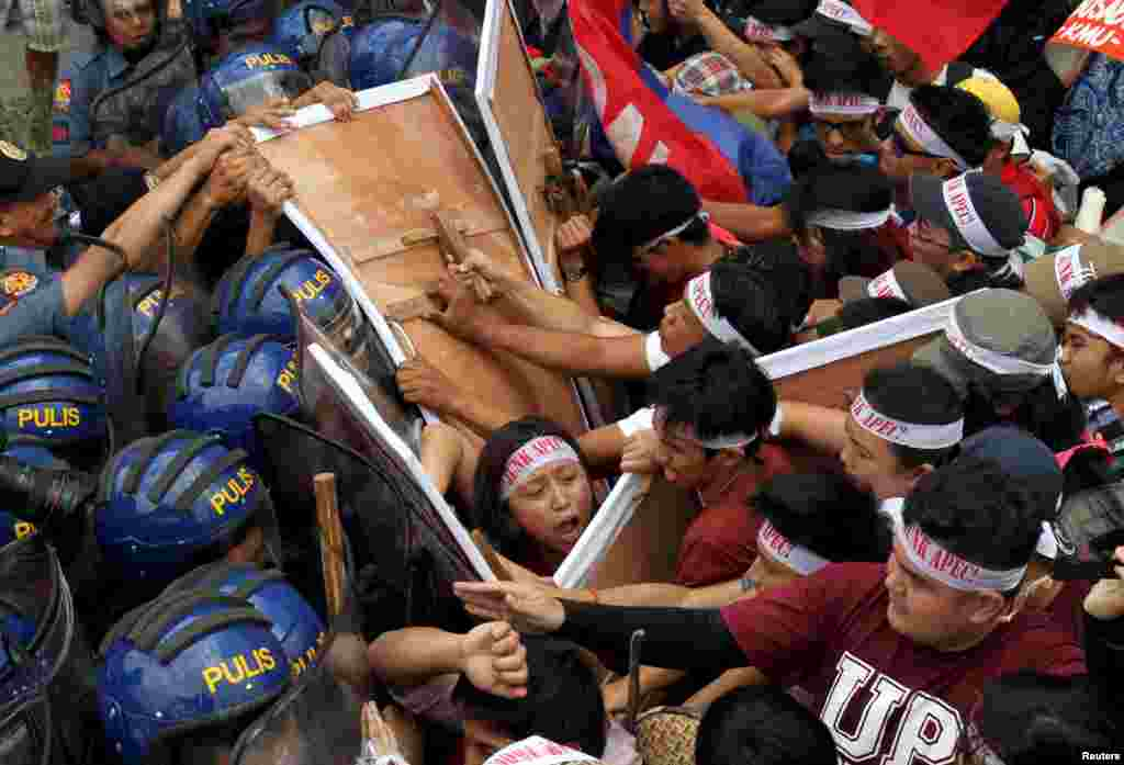 Protesters scuffle with police as they try to march near the venue of the Asia-Pacific Economic Cooperation (APEC) summit in Manila, Philippines.