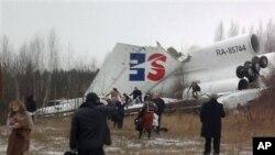 俄羅斯客機星期六在一次緊急迫降時機身解體
