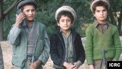 طالبان و پولیس محلی افغان کودکان را به صفت سرباز و جنگجو استخدام می کنند.