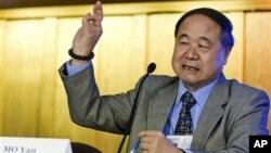 中国作家莫言2010年10月15日在加州大学伯克利分校