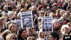 Phụ nữ xuống đường trong thủ đô Rome phản đối Thủ tướng Silvio Berlusconi