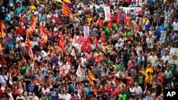 西班牙民眾上街抗議要求廢除君主制