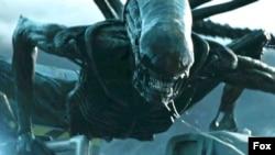 Scena iz filma Osmi putnik Kovenant