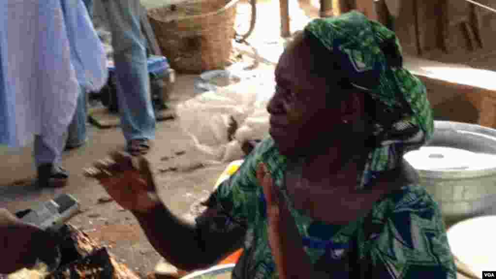 Ladi Waziri, Wata mai sayda kosai da ta tsallake rijitya da baya, a harin 'yan Boko Haram da mota mai dauke da boma a kasuwar Maiduguri, Afrilu 2014.