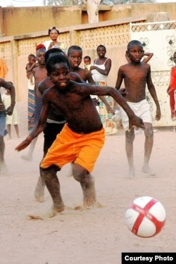 Children play in the street in Niger after receiving soccer balls from Project Play Africa. (Courtesy Project Play Africa)