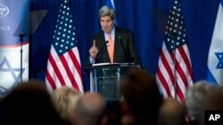 ລັດຖະມົນຕີການຕ່າງປະເທດ ສະຫະລັດ ທ່ານ John Kerry ກ່າວຄຳປາໄສ ໃນກອງປະຊຸມ Saban ທີ່ນະຄອນຫຼວງ ວໍຊິງຕັນ. 7 ທັນວາ, 2014.