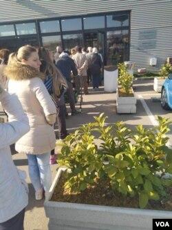Redovi ispred marketa u Banjaluci, 16. mart 2020.