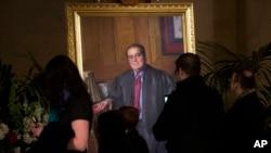 Potret mendiang Hakim Agung Antonin Scalia di gedung Mahkamah Agung di Washington.