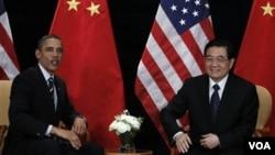 Presiden Barack Obama bertemu Presiden Hu Jintao di sela KTT G-20 di Seoul, 11 November 2010. Hu Jintao sedang dalam perjalanan untuk lawatan ke Amerika.