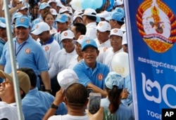 FILE PHOTO- Cambodian Prime Minister Hun Sen, center, greets his supporters during his Cambodian People's Party's last campaign for the July 29 general election, in Phnom Penh, Cambodia, Friday, July 27, 2018. (AP Photo)