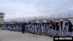 지난 4월 아프가니스탄 카불 북부 바그람 교도소에서 석방된 탈레반 포로들.