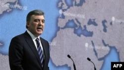 Cumhurbaşkanı Gül Londra'daki Chatham House'daki konuşmasını yaparken