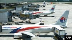 САмолеты авиакомпании Malaysia Airlines в международном аэропорту Куала-Лумпур, Малайзия (архивное фото)