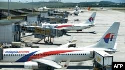 马来西亚航空公司的飞机3月25日停在吉隆坡机场